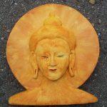 ©Katinka Hesselink: Bovenstaande afbeelding is een foto van een door mijzelf gemaakte tsa-tsa (afgietsel) van een Boeddha hoofd dat ik o.l.v. Lies Gronheid gemaakt heb.