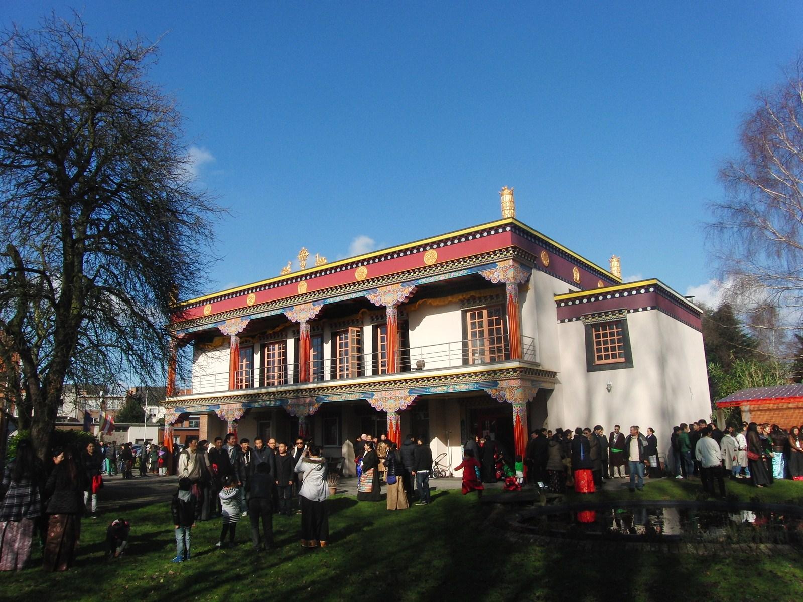 Losar foto 6; tempel buiten Schoten - losar - Bianca