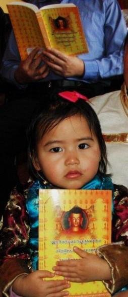 Losar Foto 1 Kindje met Tibetaans gebedsboek Losar- Schoten - Bianca