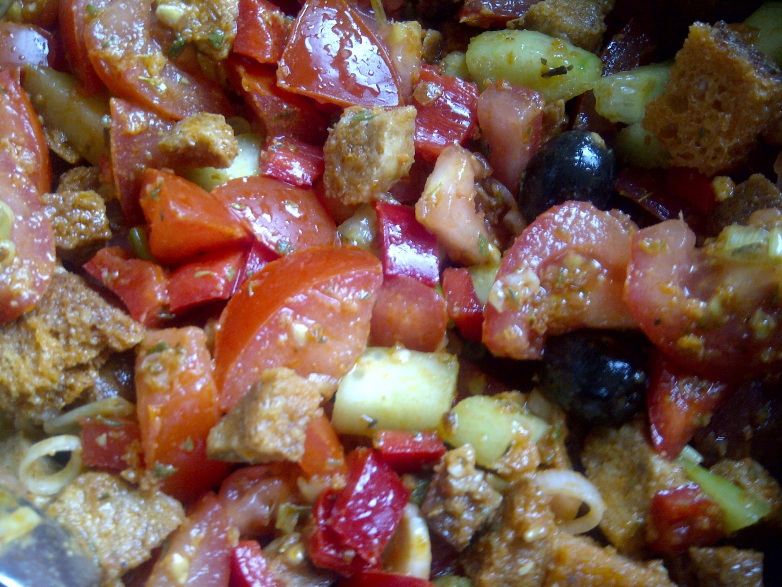 Panzanella Toscaanse broodsalade.