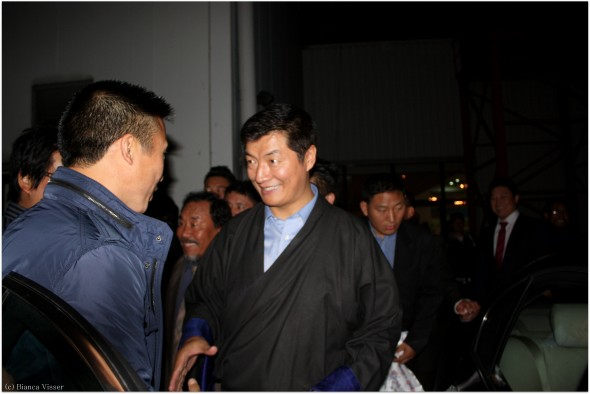 PM 29 Premier Lobsang Sangay neemt afscheid van bodyguard. Foto Bianca Visser