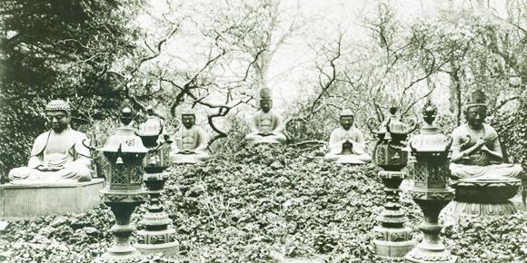 Zeshin de rust van de boedda vijf beelden in Rijks Ethnograpisch Museum Leiden