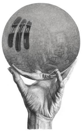 Hand met stoffige spiegelbol.